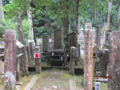 紀の国訪問記(11)高野山奥の院に祀られる数々の武将。