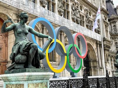 パリ市庁舎のオリンピックマーク