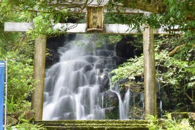 鳥居も滝もお社も・・すべてが主役♪ 都農神社の末社『瀧神社』と『不動滝』