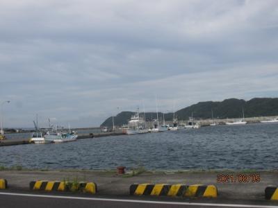 紀の国訪問記(38)串本漁港を眺め、自転車返却。