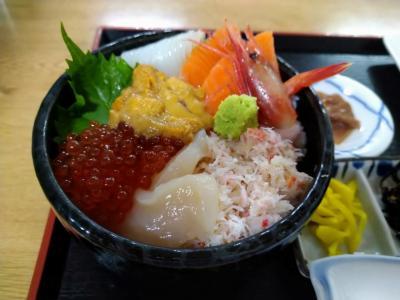 """【函館2泊3日】 朝市で海鮮丼を食べ、市場散策、そしてメロンと""""かにまん""""を食べる 【函館市場】"""