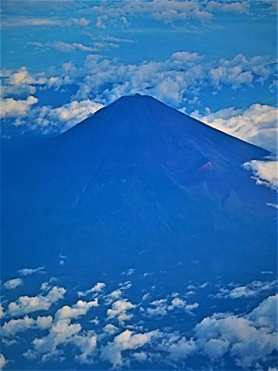 富士山に接近 JAL213便 南紀白浜行 羽田離陸10分程で ☆雲上-山頂までくっきりと