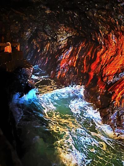 南紀白浜24 三段壁洞窟a 海蝕洞窟‐地下36mの光景 ☆十像岩・潮吹き岩・波濤音轟いて