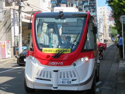 ハンドルもアクセルペダル、ブレーキペダルもないバスタイプの電気自動車(Nanamobi)に試乗