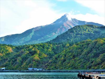 9月下旬の利尻富士とそれを見る観光地