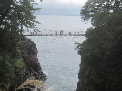 城ケ崎海岸ウォーキング 2つの吊り橋と現れた幻の滝