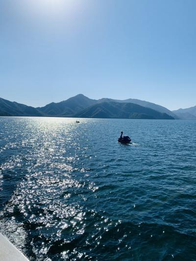 中禅寺湖で船の旅、そして中禅寺金谷ホテルへ…
