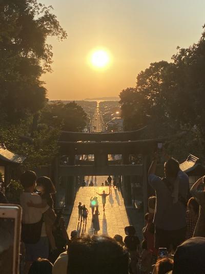 息をひそめてその瞬間(とき)を待つ・・・宮地嶽神社『光の道』