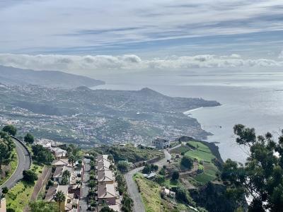 マデイラ島フンシャルのセントロとカボジラン。