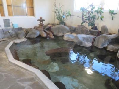 石和温泉「旅館・泉山荘」に宿泊して温泉と食事を楽しむ