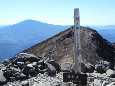 最高の天気に恵まれて挑む、乗鞍岳の最高峰、剣ヶ峰を目指して見たもの、感じたものは・・。