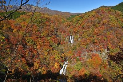 紅葉の日光ー霧降の滝と中禅寺湖ー