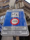 初めてのマドリード 4(イタリア・スペイン・ポルトガル・オランダ 12日間の旅 5-4)朝の街歩き② 標識の中のベビーカー見えますかね?