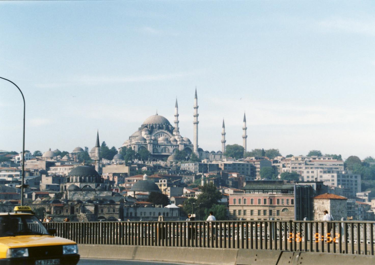 で イスタンブール 飛ん