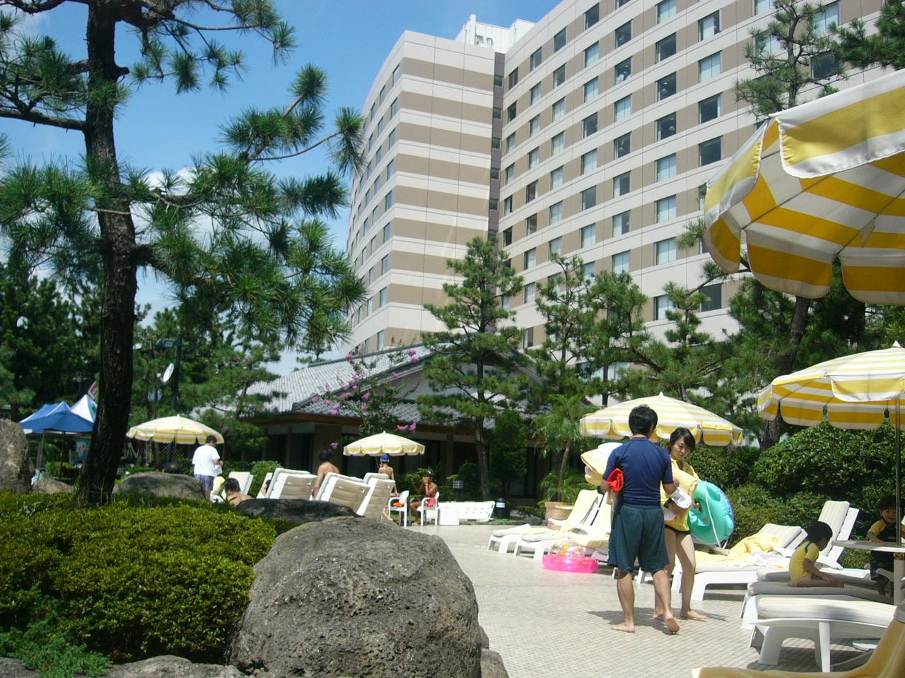 夏休み最後のおでかけ ヒルトンのプールは寒かった』東京ディズニー