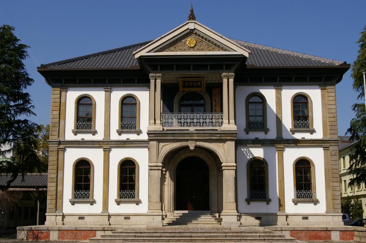 京都駅のすぐそばの西本願寺の裏手にある龍谷大学