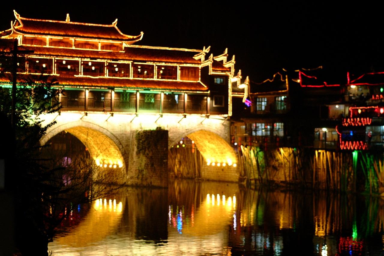 鳳凰古城 曇りのち湿度でカメラが・・・!でもいい処。』湖南省(中国