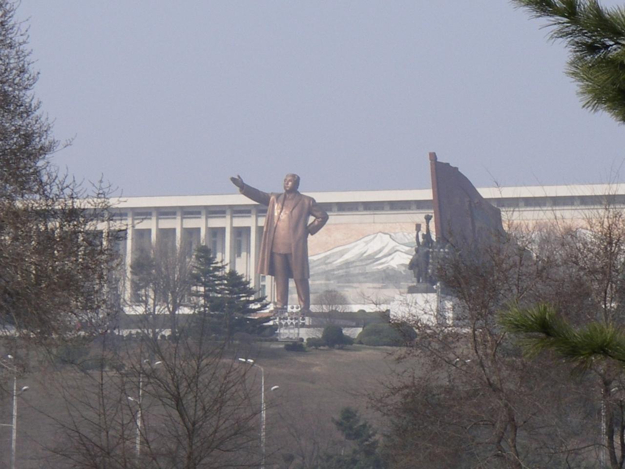 北朝鮮・古墳見学の旅』ピョンヤ...