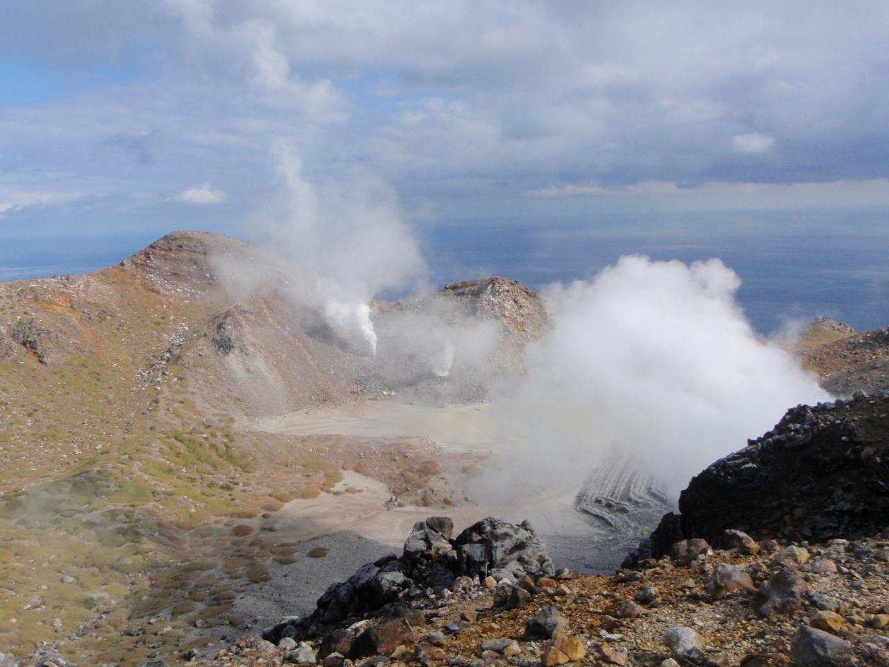 トカラ列島 トカラ列島の中で最大にして最高峰が聳える中之島に、夜明け