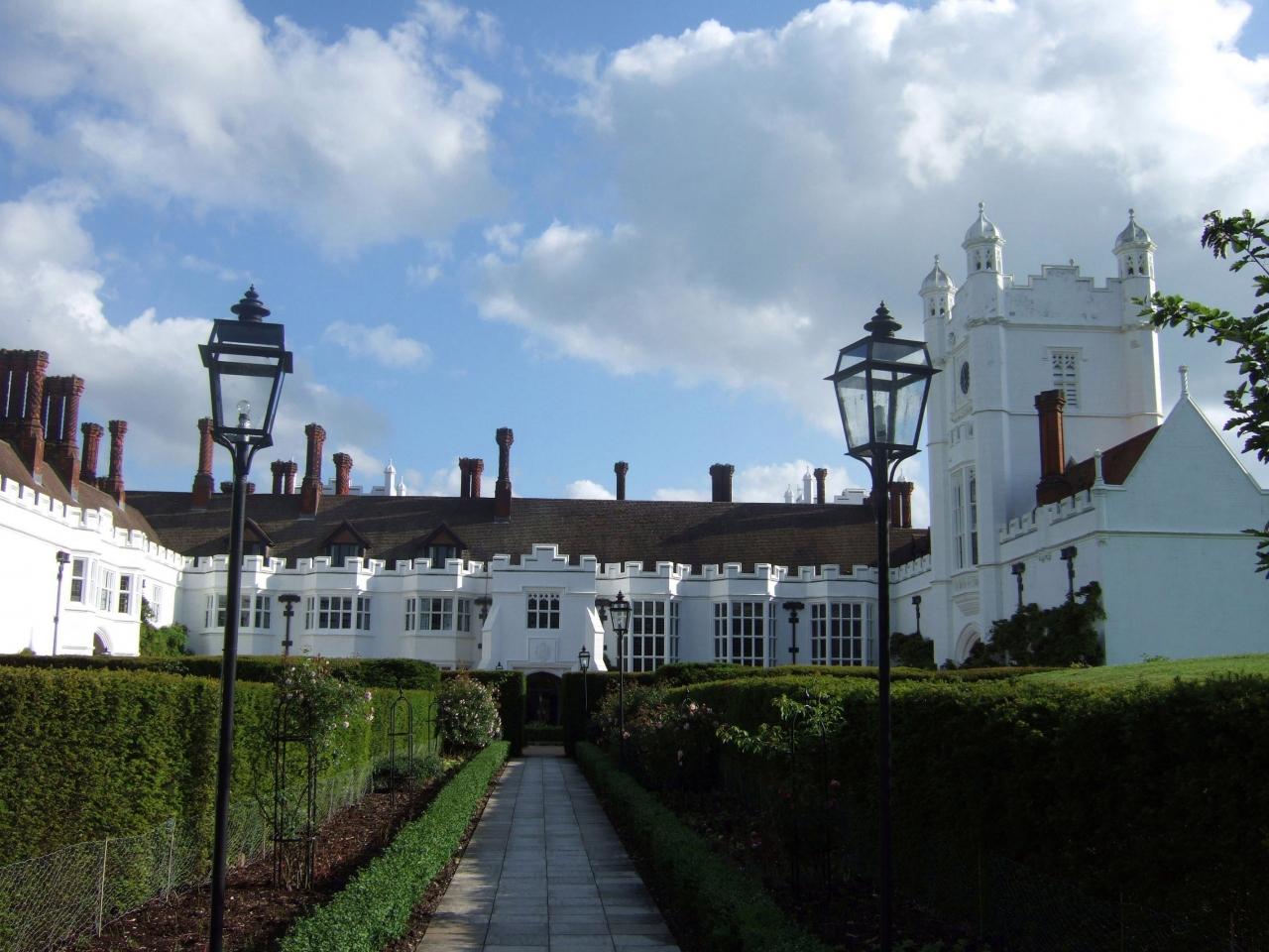 ヨーロッパの古城ホテル(2) イギリス・マーローそばのマナーハウス・ホテル「デンスフィールド・ハウス」