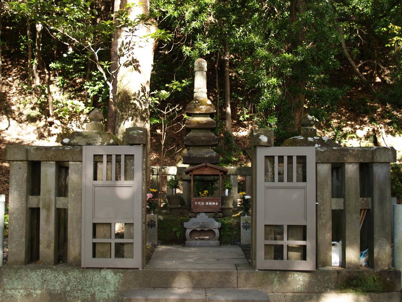 鎌倉市西御門にある源頼朝の墓は後世に作られた