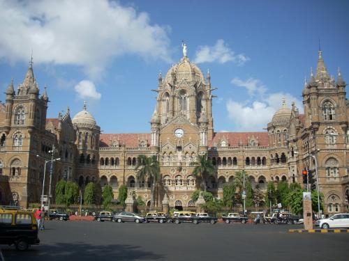 インドの世界遺産No.9:植民地時代の名建築とスラムが共存する街ムンバイの中央駅(改訂版)
