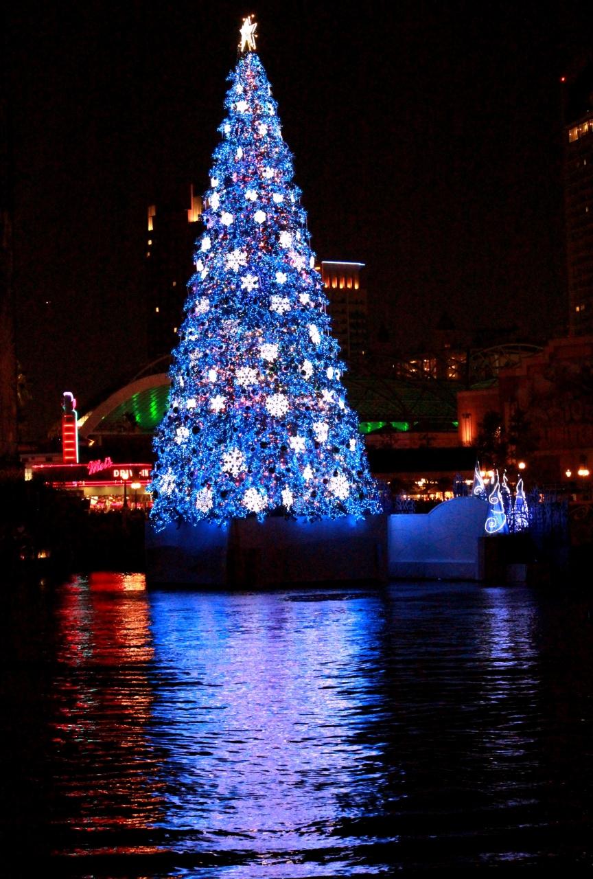 今年もこの季節がやってきました~♪ ~ユニバーサル・ワンダー・クリスマス~ 10周年のクリスマス・『世界一の光のクリスマス・ツリ―』を見に行きましょう♪