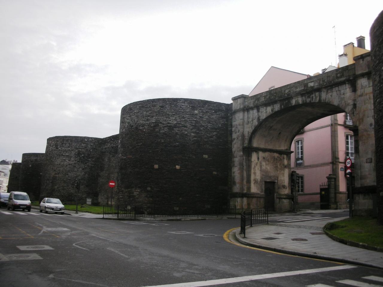 ルーゴ_Lugo 原形を留める城壁!...