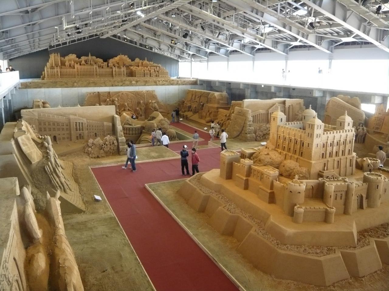 砂の美術館』が常設美術館として...