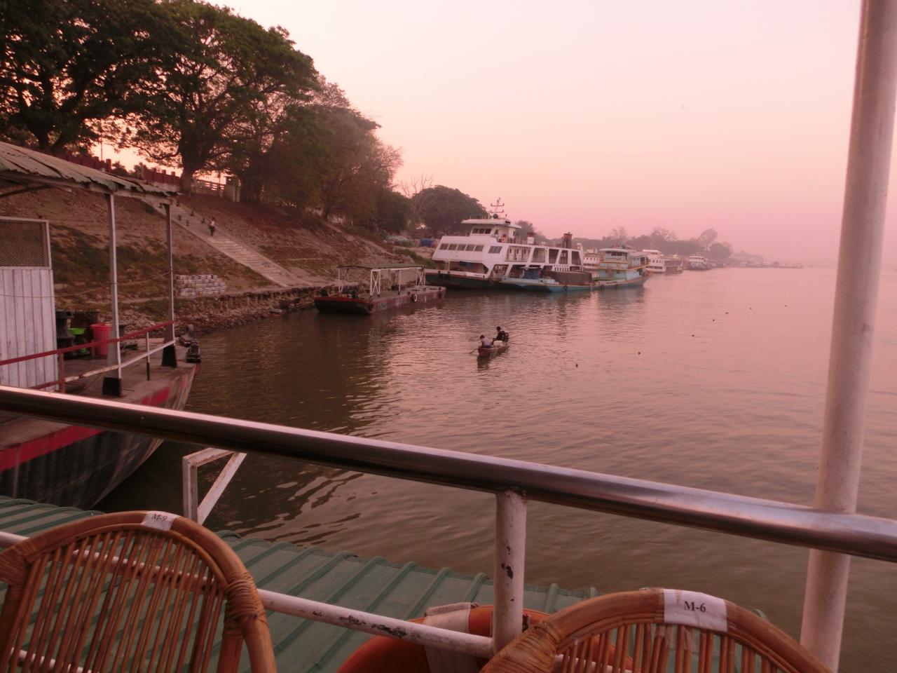 2泊5日 ミャンマー仏教遺跡ちょこっと三都(2)船でバガンへ