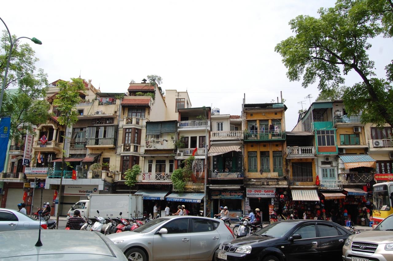 ベトナムの首都・ハノイへ。