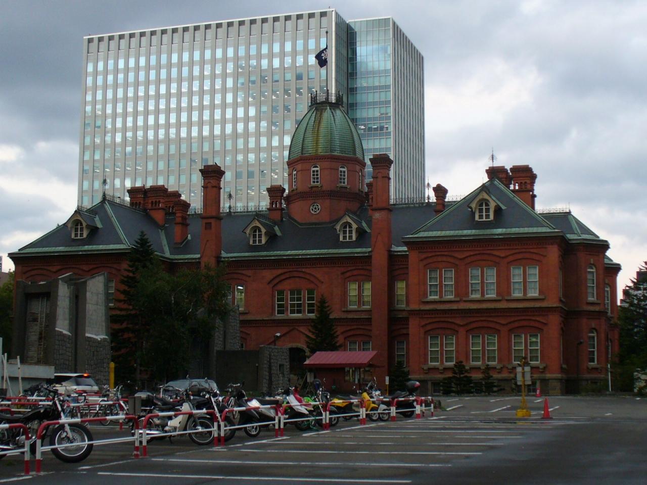 札幌後楽園ホテルに滞在した。<br />このホテルは後に、