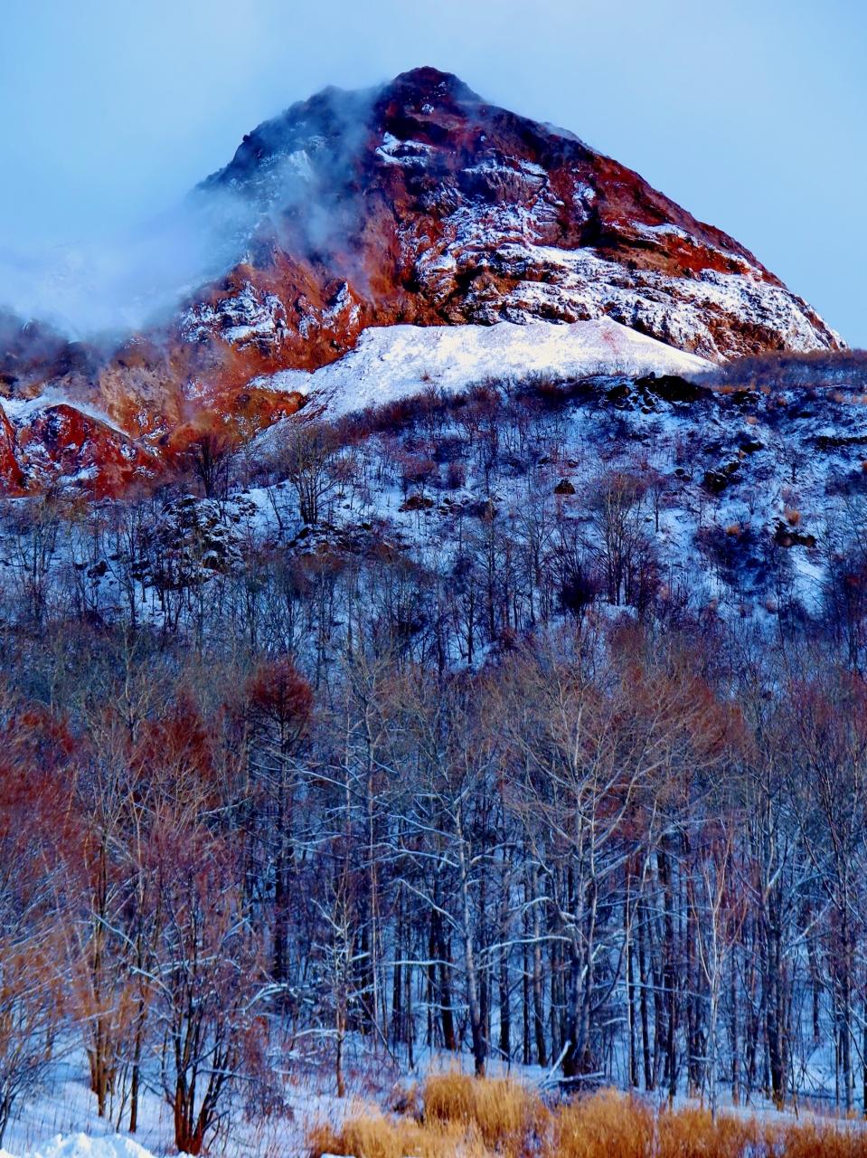 昭和新山 標高398mの溶岩円頂丘 ...