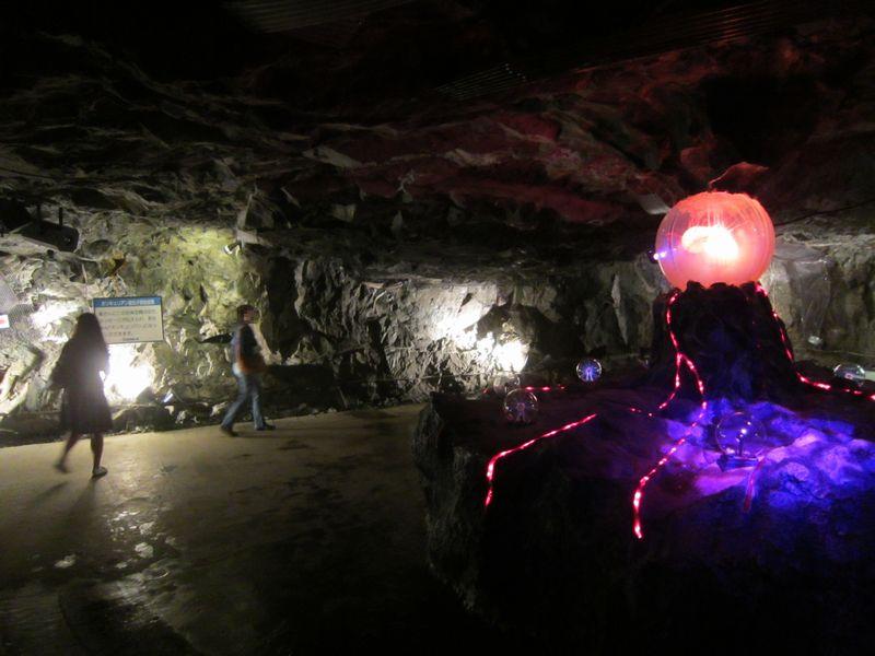 旧鉱山坑道でタイムトラベル~細...