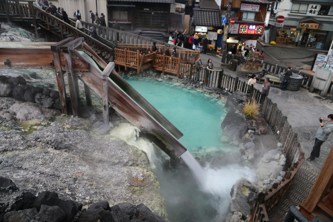 草津ホテルに泊まり、西の河原で入浴、湯畑周辺を散策