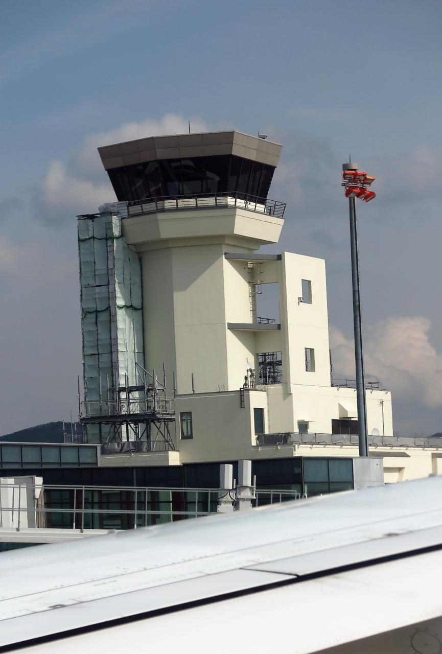 函館空港へ ANA553便 55分遅れで...