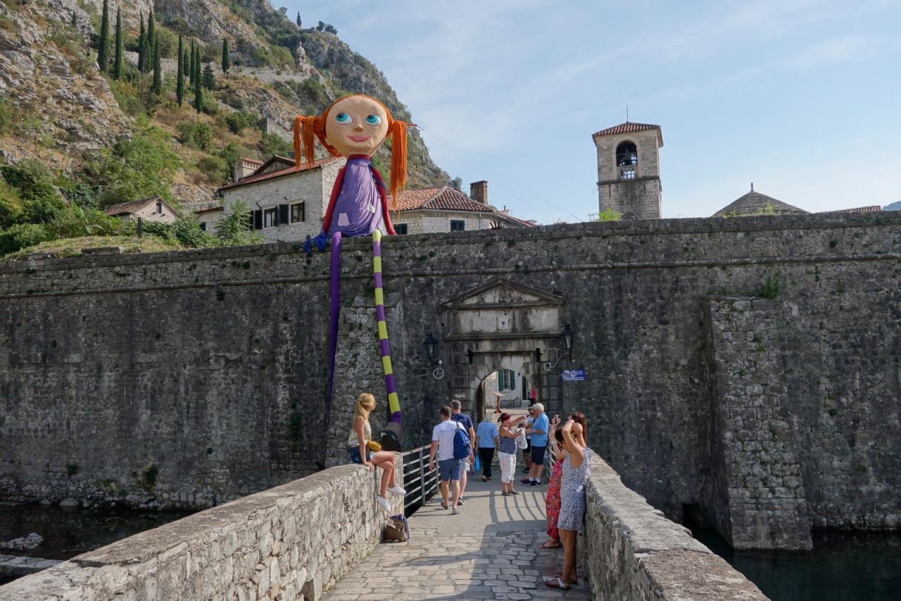 クロアチア旅行の途中、隣国モンテネグロ1日ツアーに参加しました。\u003c