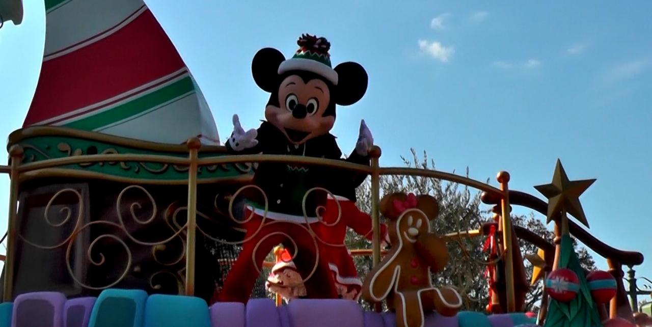 ミッキーマウスとミニーマウスのスクリーンデビューの日に東京