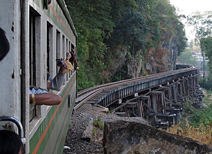 タイ04 カンチャナブリ: 泰緬鉄道 列車の車窓から』カンチャナブリ ...