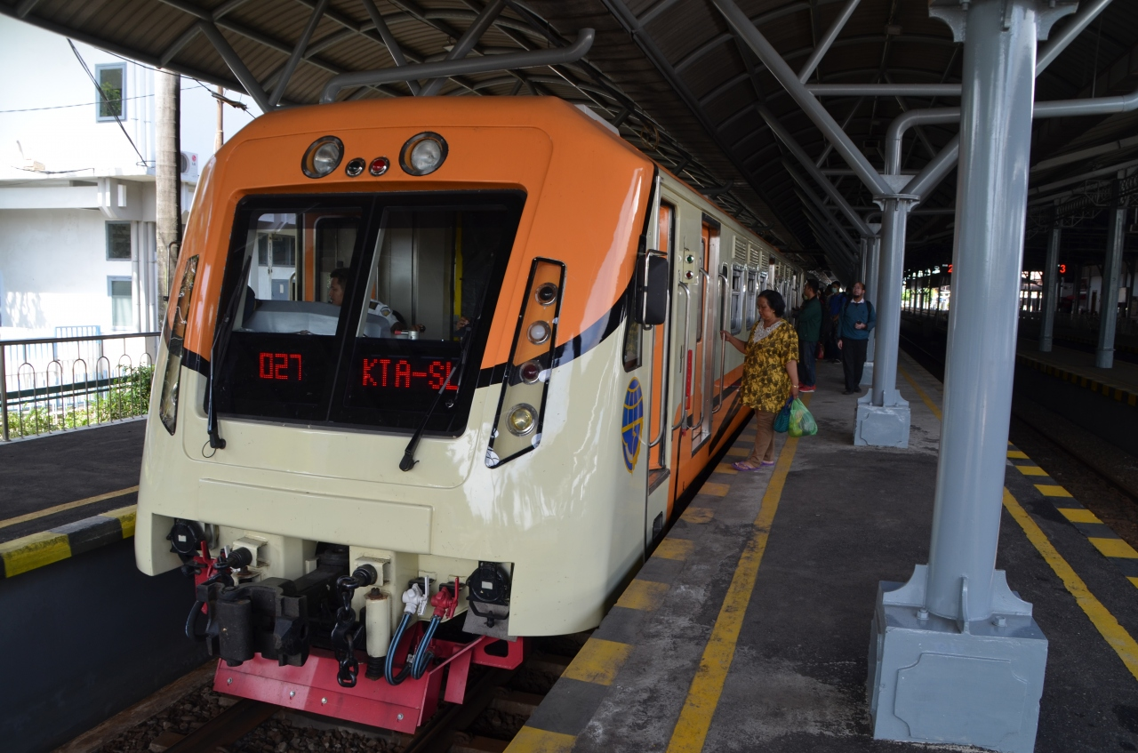 インドネシア鉄道の旅 : ジョグジャカルタ - ソロ間を往復し車内で乗客と交流する