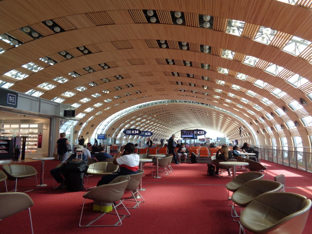 シャルルドゴール空港経由で帰国しました。エールフランスの搭乗ゲートはL