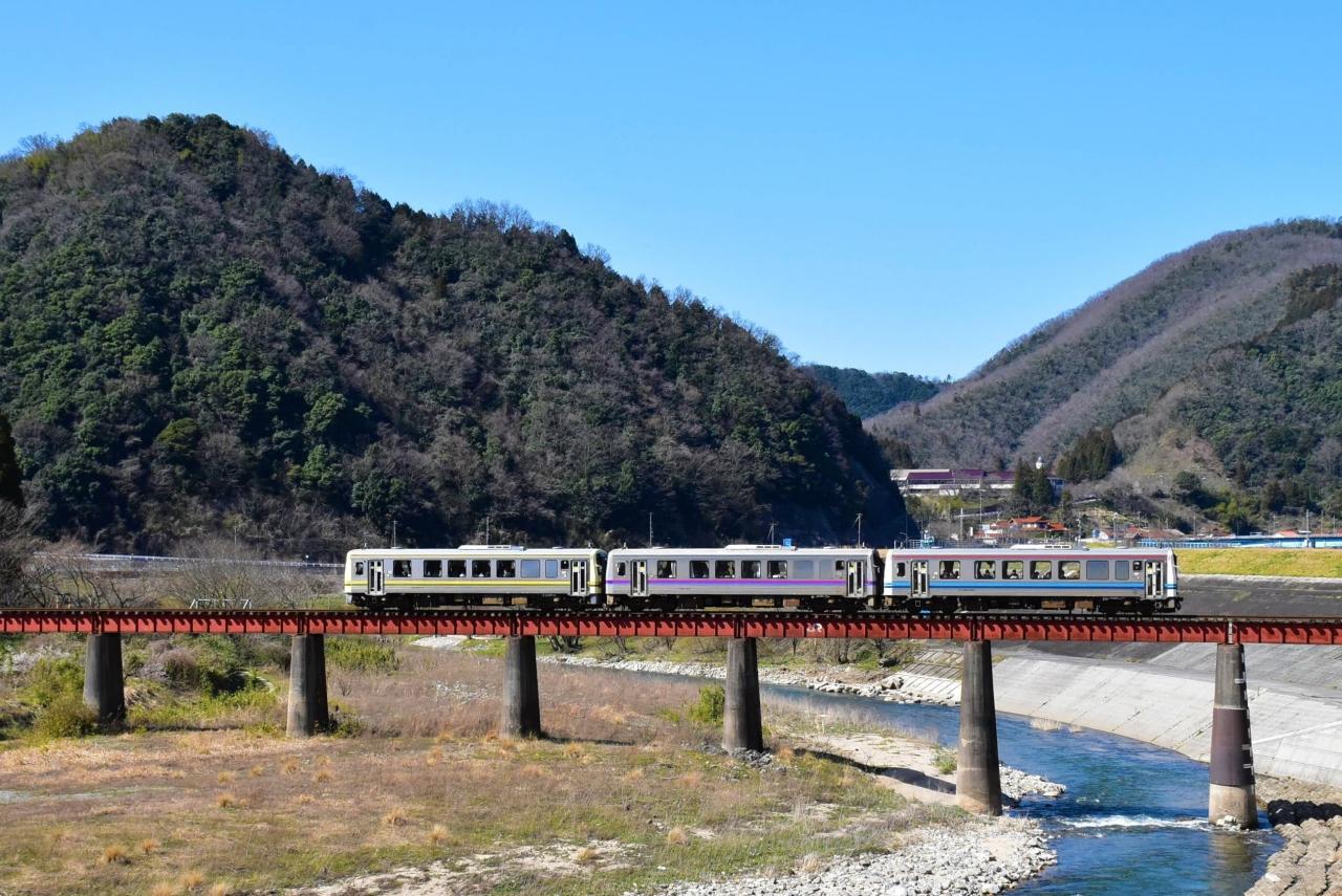 三江線のローカル線風景と川本町...