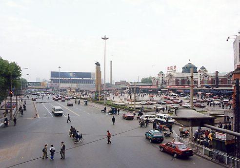 瀋陽駅前広場
