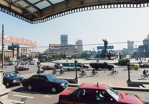 旧奉天大和ホテル玄関から見た大広場