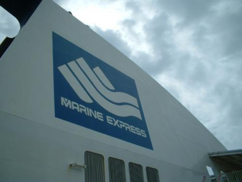 非常に特徴的な煙突。ファンネルマークは他のマリンEXP.の船と色が反転しています。理由は・・・。
