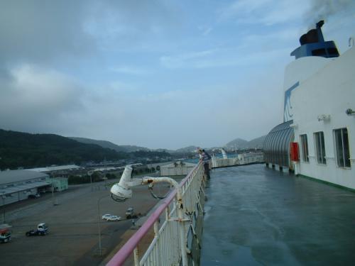 荒天のため日向(細島)港には5分遅れで到着。