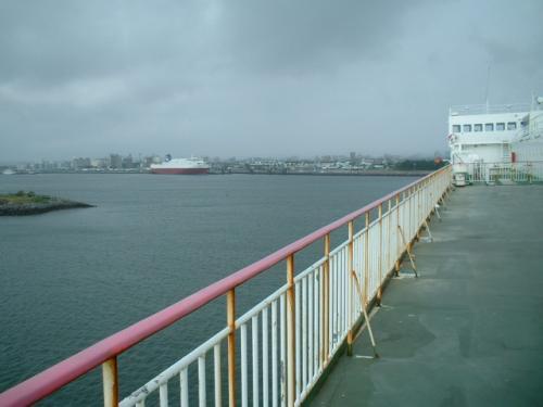 従来の大阪南港からの「おおさかエキスプレス」が一足早く到着していた宮崎港にほぼ定時に入港。