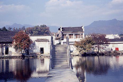 最近、世界遺産に登録された宏村の正面