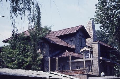 河本大佐の旧住居<br /><br />関東軍高級参謀・河本大佐の自邸。南山麓住宅地の一画にあり、保存されていた。 <br /> <br />