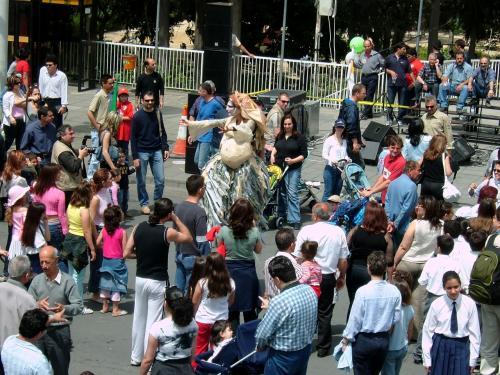 そしてEU加盟した2004/5/1、昼下がりに、祭りもたけなわ。